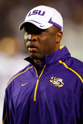 BATON ROUGE, LA - NOVEMBER 28:  Larry Porter of the LSU Tigers watches pre-game warmup against the Arkansas Razorbacks at Tiger Stadium on November 28, 2009 in Baton Rouge, Louisiana.  (Photo by Chris Graythen/Getty Images)