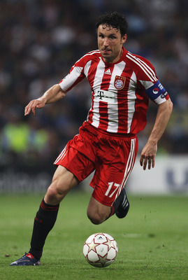 MADRID, SPAIN - MAY 22:  Mark van Bommel of Bayern Munich in action during the UEFA Champions League Final match between FC Bayern Muenchen and Inter Milan at the Estadio Santiago Bernabeu on May 22, 2010 in Madrid, Spain.  (Photo by Alex Livesey/Getty Im