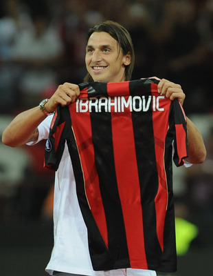 MILAN, ITALY - AUGUST 29:  New signing Zlatan Ibrahimovic holds up his shirt during the Serie A match between AC Milan and Lecce at Stadio Giuseppe Meazza on August 29, 2010 in Milan, Italy.  (Photo by Valerio Pennicino/Getty Images)
