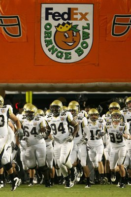 MIAMI GARDENS, FL - JANUARY 05:  The Georgia Tech Yellow Jackets take the field to play against the Iowa Hawkeyes during the FedEx Orange Bowl at Land Shark Stadium on January 5, 2010 in Miami Gardens, Florida.  (Photo by Doug Benc/Getty Images)