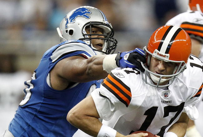 DETROIT - AUGUST 28: Ndamukong Suh #90 of the Detroit Lions grabs the face mask of Jake Delhomme #17 of the Cleveland Browns during a preseason game on August 28, 2010 at Ford Field in Detroit, Michigan. (Photo by Gregory Shamus/Getty Images)