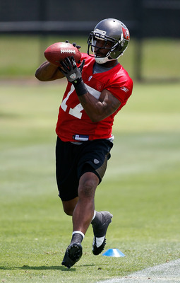 TAMPA, FL - MAY 01:  Receiver Arrelious Benn #17 of the Tampa Bay Buccaneers catches a pass during the Buccaneers Rookie mini camp at One Buccaneer Place on May 1, 2010 in Tampa, Florida.  (Photo by J. Meric/Getty Images)