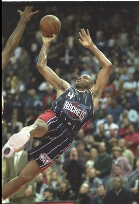 30 Nov 1996:  Forward Charles Barkley of the Houston Rockets moves the ball during a game against the Washington Bullets at the USAir Arena in Landover, Maryland.  The Rockets won the game, 103-99.     Mandatory Credit: Doug Pensinger  /Allsport