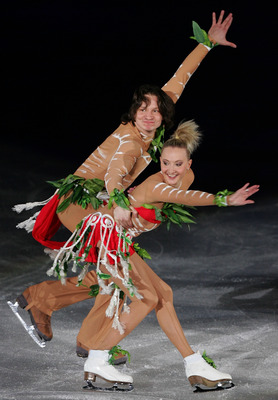 SEOUL, SOUTH KOREA - APRIL 16:  Oksana Domnina and Maxim Shabalin of Russia perform during Festa on Ice 2010 at Olympic gymnasium on April 16, 2010 in Seoul, South Korea.  (Photo by Chung Sung-Jun/Getty Images)