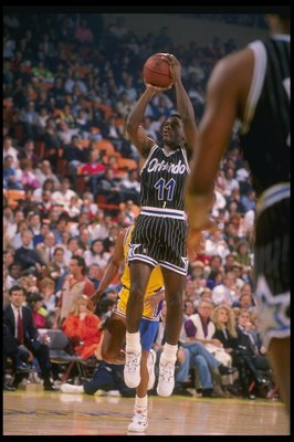 1990:  Jay Vincent of the Orlando Magic shoots the ball during a game against the Los Angeles Lakers at the Great Western Forum in Inglewood, California.   Mandatory Credit: Ken Levine  /Allsport