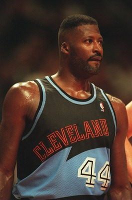 15 Nov 1995:  Forward Michael Cage #44 of the Cleveland Cavaliers in action on the court during the Cavaliers 113-94 loss to the Chicago Bulls at the United Center in Chicago, Illinois.   Mandatory Credit: Jonathan Daniel/Allsport