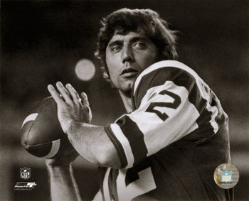 Aagn203joe-namath-posed-passing-without-helmet-b-w-posters_display_image