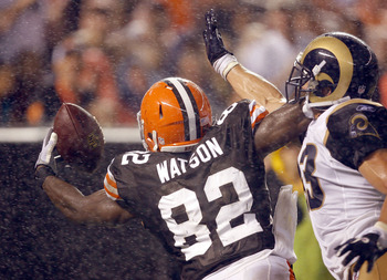 CLEVELAND - AUGUST 21:  Benjamin Watson #82 of the Cleveland Browns scores a touchdown in front of Craig Dahl #43 of the St. Louis Rams at Cleveland Browns Stadium on August 21, 2010 in Cleveland, Ohio.  (Photo by Matt Sullivan/Getty Images)