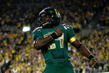 EUGENE, OR - SEPTEMBER 12:  Kenjon Barner #24 of the Oregon Ducks celebrates after scoring a touchdown against the Purdue Boilermakers at Autzen Stadium on September 12, 2009 in Eugene, Oregon.  (Photo by Jonathan Ferrey/Getty Images)