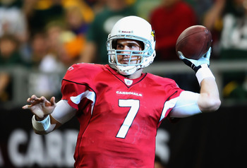 GLENDALE, AZ - JANUARY 03:  Quarterback Matt Leinart #7 of the Arizona Cardinals throws the ball against the Green Bay Packers during the NFL game at the Universtity of Phoenix Stadium on January 3, 2010 in Glendale, Arizona.  (Photo by Christian Petersen