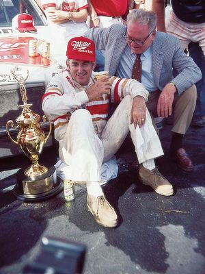 Scrp_0208_02_zbuick_regal_nascarbobby_allison_display_image