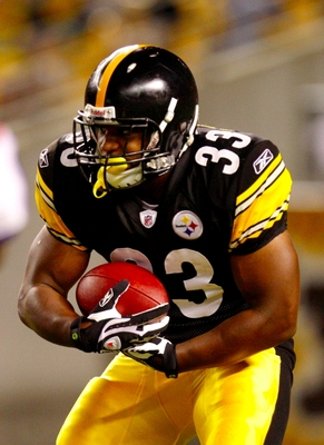 PITTSBURGH - AUGUST 29: Running back Isaac Redman #33 of the Pittsburgh Steelers carries the ball in the third quarter during the game against the Buffalo Bills at Heinz Field on August 29, 2009 in Pittsburgh, Pennsylvania. (Photo by Gregory Shamus/Getty