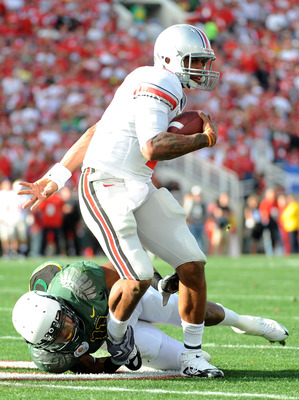 PASADENA, CA - JANUARY 01:  Quarterback Terrelle Pryor #2 of the Ohio State Buckeyes runs the ball against the Oregon Ducks during the 96th Rose Bowl game on January 1, 2010 in Pasadena, California.  (Photo by Harry How/Getty Images)