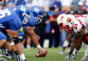 LEXINGTON, KY - SEPTEMBER 19:  A view of the line of scrimmage during the game between the Kentucky Wildcats and the Louisville Cardinals at Commonwealth Stadium on September 19, 2009 in Lexington, Kentucky.  (Photo by Andy Lyons/Getty Images)