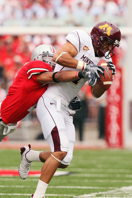 COLUMBUS, OH - SEPTEMBER 27:  Wide receiver Eric Decker #7 of the Minnesota Golden Gophers holds onto a pass reception as Kurt Coleman #4 of the Ohio State Buckeyes makes the tackle on September 27, 2008 at Ohio Stadium in Columbus, Ohio.  (Photo by Jamie