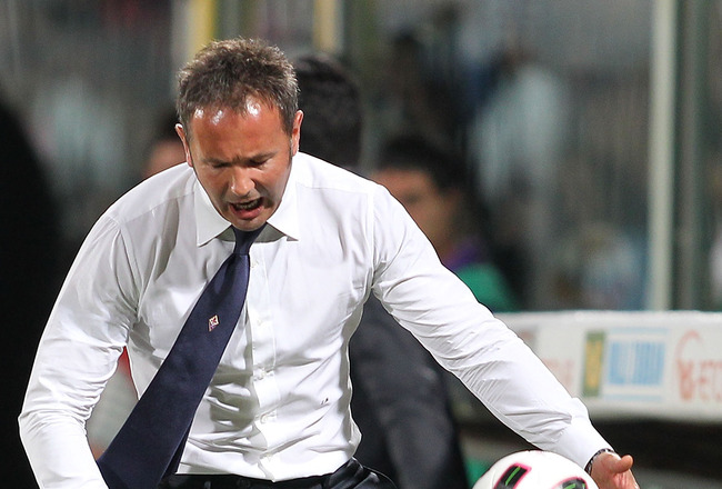 FLORENCE, ITALY - AUGUST 29:Fiorentina head coach Sinisa Mihajlovic gestures  during the Serie A match between Fiorentina and Napoli at Stadio Artemio Franchi on August 29, 2010 in Florence, Italy.  (Photo by Gabriele Maltinti/Getty Images)