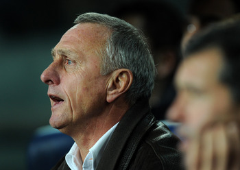 BARCELONA, SPAIN - DECEMBER 22:  Head coach Johan Cruyff of Catalunya reacts to his players during the international friendly match between Catalunya and Argentina at the Camp Nou stadium on December 22, 2009 in Barcelona, Spain. Catalunya won the match 4