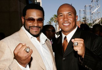 HOLLYWOOD - JULY 12:  Pittsburgh Steelers players Jerome Bettis and Hines Ward shows off their Super Bowl rings at the 2006 ESPY Awards at the Kodak Theatre on July 12, 2006 in Hollywood, California.  (Photo by Vince Bucci/Getty Images)