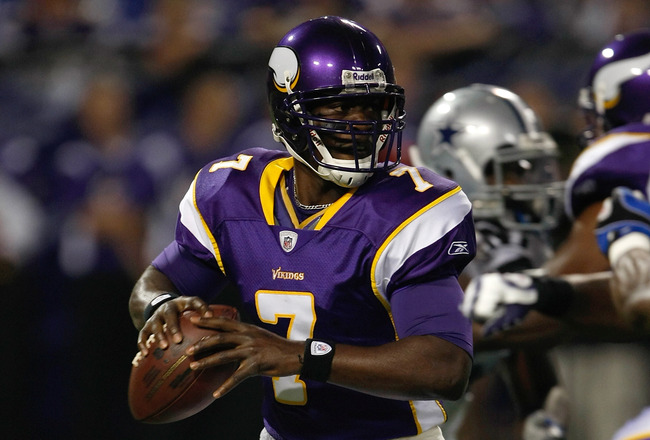 MINNEAPOLIS, MN - SEPTEMBER 4:  Quarterback Tavaris Jackson #7 of the Minnesota Vikings drops back to pass the football against the Dallas Cowboys at Hubert H. Humphrey Metrodome on September 4, 2009 in Minneapolis, Minnesota. (Photo by Scott Boehm/Getty