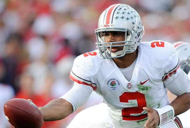 PASADENA, CA - JANUARY 01:  Quarterback Terrelle Pryor #2 of the Ohio State Buckeyes hands the ball off against the Oregon Ducks during the 96th Rose Bowl game on January 1, 2010 in Pasadena, California.  (Photo by Kevork Djansezian/Getty Images)