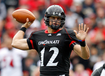 CINCINNATI - OCTOBER 24:  Zach Collaros #12 of the Cincinnati Bearcats throws the ball during the Big East Conference game against the Louisville Cardinals at Nippert Stadium on October 24, 2009 in Cincinnati, Ohio.  (Photo by Andy Lyons/Getty Images)