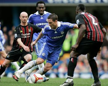 Chelsea_s_frank_lampard_centre_dribbles_past_manch_1866794644_display_image