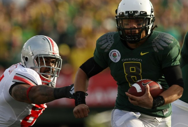 PASADENA, CA - JANUARY 01:  Quarterback Jeremiah Masoli #8 of the Oregon Ducks runs with the ball against the Ohio State Buckeyes in the 96th Rose Bowl game on January 1, 2010 in Pasadena, California.  (Photo by Stephen Dunn/Getty Images)