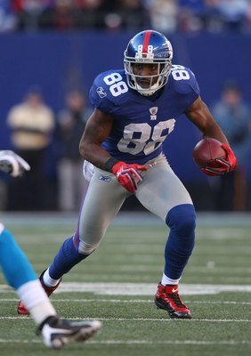 EAST RUTHERFORD, NJ - DECEMBER 27:  Hakeem Nicks of the New York Giants against the Carolina Panthers at Giants Stadium on December 27, 2009 in East Rutherford, New Jersey.  (Photo by Nick Laham/Getty Images)