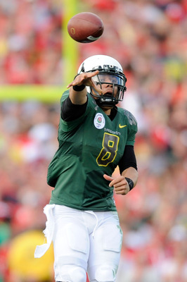 PASADENA, CA - JANUARY 01:  Quarterback Jeremiah Masoli #8 of the Oregon Ducks attempts a pass against the Ohio State Buckeyes at the 96th Rose Bowl game on January 1, 2010 in Pasadena, California.  (Photo by Kevork Djansezian/Getty Images)