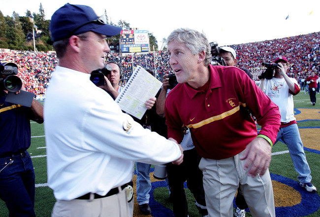 BERKELEY, CA - NOVEMBER 12:  Head coach Pete Carroll of the USC Trojans shakes hands with head coach Jeff Tedford the California Golden Bears at Memorial Stadium on November 12, 2005 in Berkeley, California.  (Photo by Jed Jacobsohn/Getty Images)