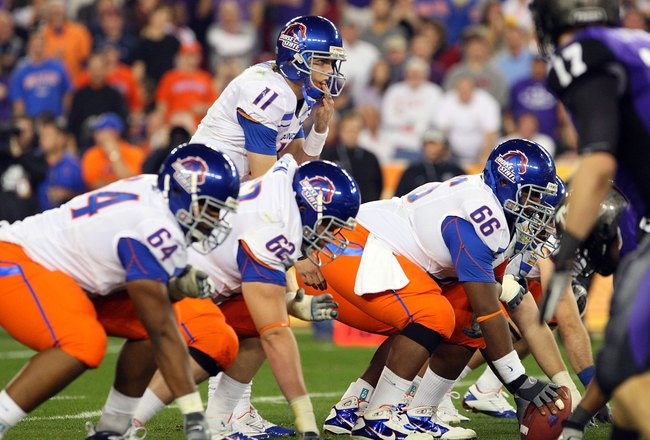 GLENDALE, AZ - JANUARY 04:  Quarterback Kellen Moore #11 of the Boise State Broncos under center against the TCU Horned Frogs during the Tostitos Fiesta Bowl at the Universtity of Phoenix Stadium on January 4, 2010 in Glendale, Arizona.  (Photo by Christi