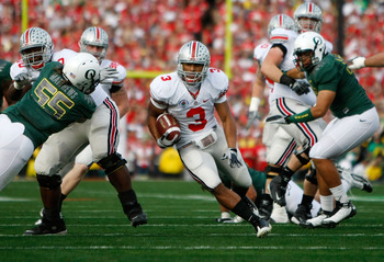 PASADENA, CA - JANUARY 01:  Brandon Saine #3 of the Ohio State Buckeyes runs the ball against the Oregon Ducks in the first quarter at the 96th Rose Bowl game on January 1, 2010 in Pasadena, California.  (Photo by Jeff Gross/Getty Images)