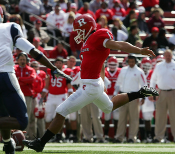 PISCATAWAY, NJ - OCTOBER 18:  San San Te #1 of the Rutgers Scarlet Knights kicks a field goal in the first half against the Connecticut Huskies at Rutgers Stadium on October 18, 2008 in Piscataway, New Jersey.  (Photo by Jim McIsaac/Getty Images)