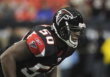 ATLANTA - DECEMBER 14:  Linebacker Curtis Lofton #50 of the Atlanta Falcons lines up against the Tampa Bay Buccaneers  at the Georgia Dome on December 14, 2008 in Atlanta, Georgia.  (Photo by Al Messerschmidt/Getty Images)