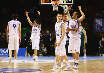 AUCKLAND, NEW ZEALAND - JULY 11:  Greece celebrate in the final seconds before winning the U19 Basketball World Championships Semi-Final match between Greece and Australia at North Shore Events Centre on July 11, 2009 in Auckland, New Zealand.  (Photo by