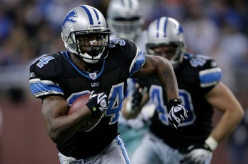 DETROIT - DECEMBER 09: Kevin Jones #34 of the Detroit Lions makes a break against the Dallas Cowboys on December 9, 2007 at Ford Field in Detroit, Michigan.  (Photo by Chris McGrath/Getty Images)