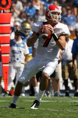 PASADENA, CA - SEPTEMBER 27:  Quarterback Tom Brandstater #7 of the Frenso State Bulldogs looks to pass against the UCLA Bruins during the game on September 27, 2008 at the Rose Bowl in Pasadena, California.  (Photo by Stephen Dunn/Getty Images)
