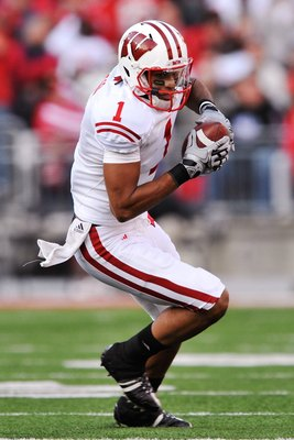 COLUMBUS, OH - OCTOBER 10:  Wide receiver Nick Toon #1 of the Wisconsin Badgers runs with the ball against the Ohio State Buckeyes at Ohio Stadium on October 10, 2009 in Columbus, Ohio.  (Photo by Jamie Sabau/Getty Images)