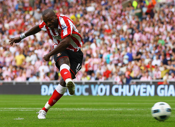 SUNDERLAND, ENGLAND - AUGUST 14:  Darren Bent of Sunderland scores a goal from the penalty spot during the Barclays Premier League match between Sunderland and Birmingham City at the Stadium of Light on August 14, 2010 in Sunderland, England.  (Photo by M