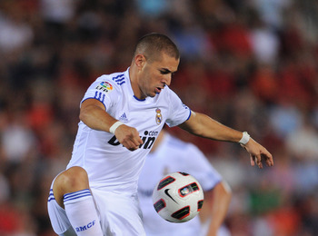 PALMA DE MALLORCA, SPAIN - AUGUST 29:  Karim Benzema of Real Madrid controls the ball during the La Liga match between Mallorca and Real Madrid at the ONO Estadio on August 29, 2010 in Palma de Mallorca, Spain. The match ended in a 0-0 draw.  (Photo by Ja