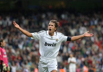 MADRID, SPAIN - SEPTEMBER 24:  Raul Gonzalez celebrates scoring his second goal, the 7-1, during the La Liga match between Real Madrid and Real Sporting de Gijon at the Santiago Bernabeu Stadium on September 24, 2008 in Madrid, Spain.  (Photo by Jasper Ju