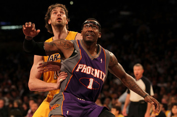 Pau Gasol should be called for a foul with this shove in the back