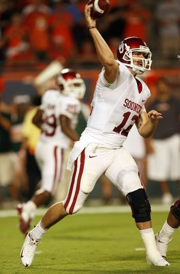 MIAMI GARDENS, FL - OCTOBER 03:  Quarterback Landry Jones #12 of the Oklahoma Sooners throws a pass against the Miami Hurricanes at Land Shark Stadium on October 3, 2009 in Miami Gardens, Florida. Miami defeated Oklahoma 21-20.  (Photo by Doug Benc/Getty
