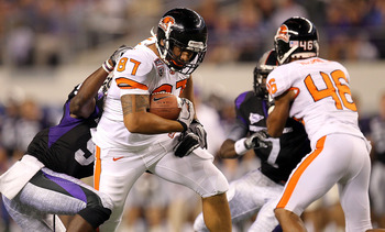 ARLINGTON, TX - SEPTEMBER 04:  Tight end Joe Halahuni #87 of the Oregon State Beavers runs the ball against Alex Ibiloye #9 of the TCU Horned Frogs at Cowboys Stadium on September 4, 2010 in Arlington, Texas.  (Photo by Ronald Martinez/Getty Images)