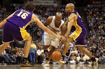DENVER - APRIL 08:  Chauncey Billups #1 of the Denver Nuggets drives between Pau Gasol #16 and Derek Fisher #2 of the Los Angeles Lakers during NBA action at the Pepsi Center on April 8, 2010 in Denver, Colorado. The Nuggets defeated the Lakers 98-96. NOT