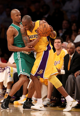 LOS ANGELES, CA - JUNE 17:  Kobe Bryant #24 of the Los Angeles Lakers goes up against Ray Allen #20 of the Boston Celtics in Game Seven of the 2010 NBA Finals at Staples Center on June 17, 2010 in Los Angeles, California.  NOTE TO USER: User expressly ack