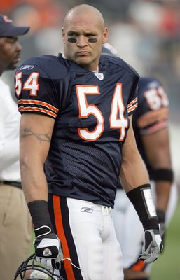 Brian Urlacher's play at middle linebacker bring back memories when Mike Singletary directed the great Bears teams in the 80s.