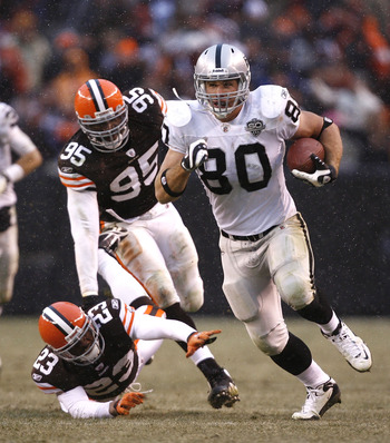 CLEVELAND - DECEMBER 27:  Zach Miller #80 of the Oakland Raiders runs by Hank Poteat #23 and Kamerion Wimbley #95 of the Cleveland Browns at Cleveland Browns Stadium on December 27, 2009 in Cleveland, Ohio.  (Photo by Matt Sullivan/Getty Images)