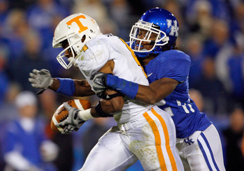 LEXINGTON, KY - NOVEMBER 28:  Gerald Jones #4 of the Tennessee Volunteers catches a pass while defended by Trevard Lindley #32 of the Kentucky Wildcats during the SEC game at Commonwealth Stadium on November 28, 2009 in Lexington, Kentucky.  (Photo by And