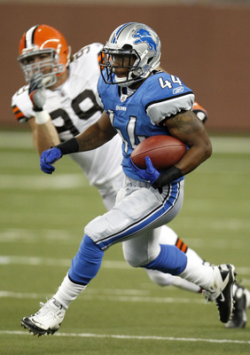 DETROIT - AUGUST 28: Jahvid Best #44 of the Detroit Lions looks for open field during a first quarter run against the Cleveland Browns during a preseason game on August 28, 2010 at Ford Field in Detroit, Michigan. (Photo by Gregory Shamus/Getty Images)